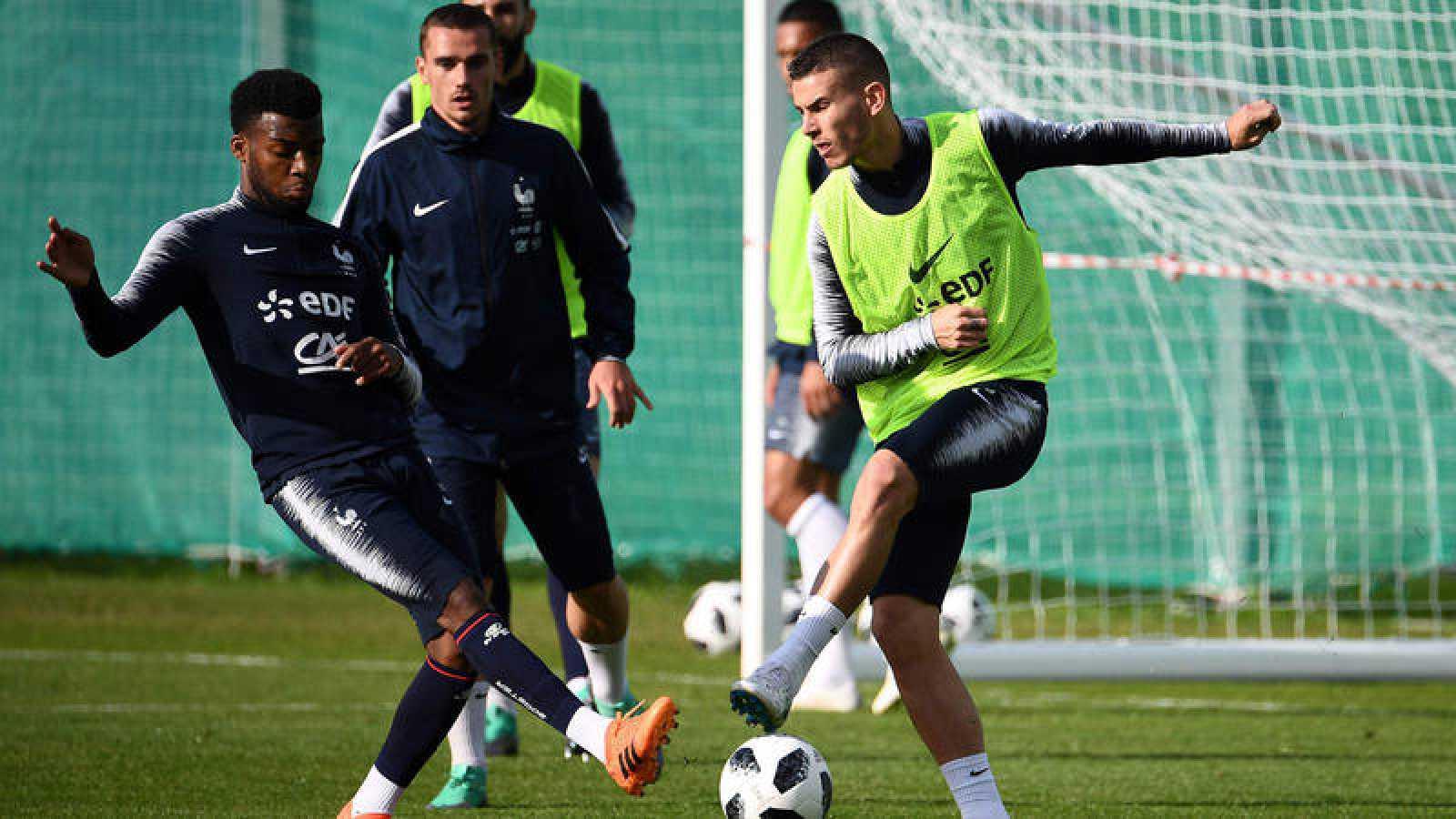 Lemar, Griezmann y Lucas, en un entrenamiento con Francia.
