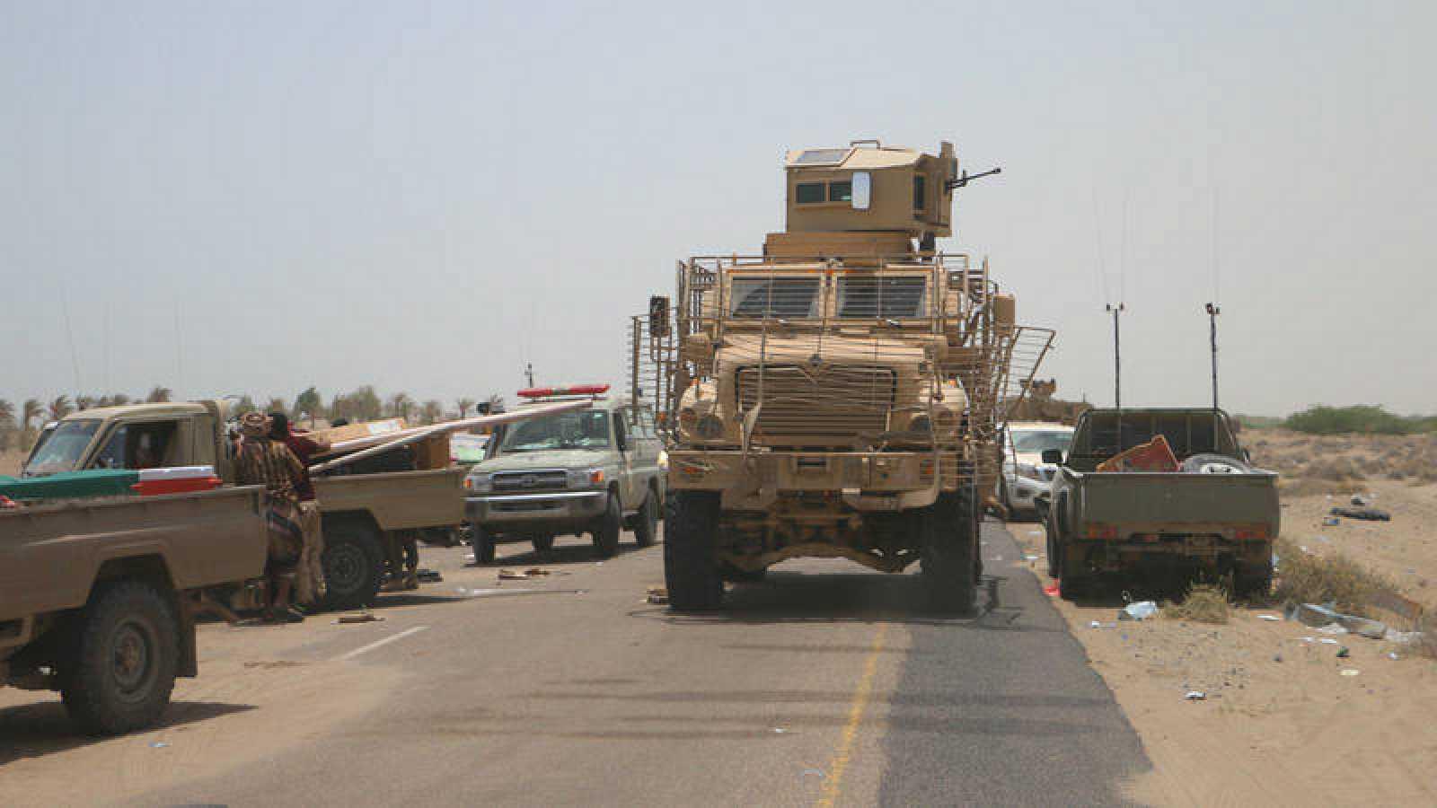 Las fuerzas yemeníes patrullan en la ciudad de Al Hudeida