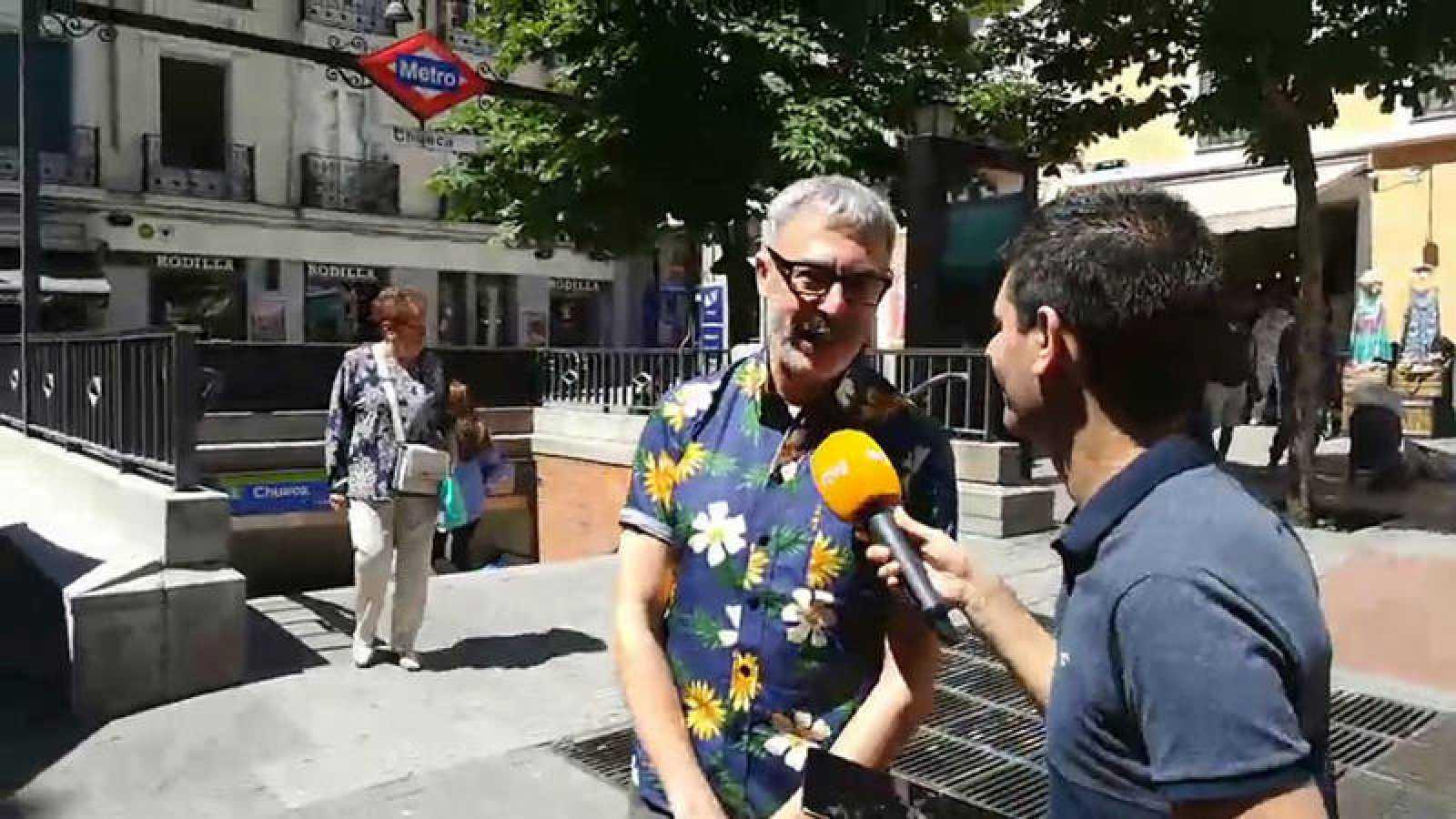 Un momento del videoencuentro con Paco Tomás en el barrio de Chueca.
