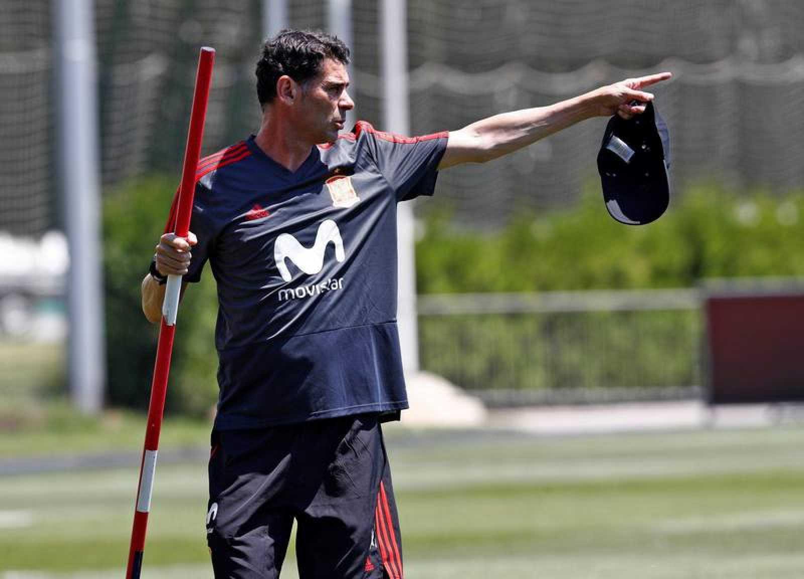 Fernando Hierro durante el entrenamiento de la selección española.