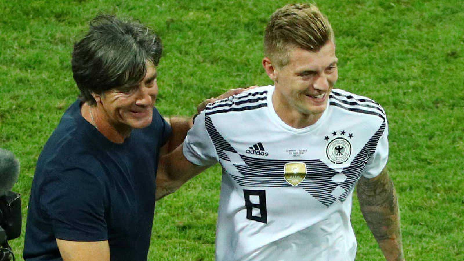Löw y Kroos, felices tras la victoria ante Suecia