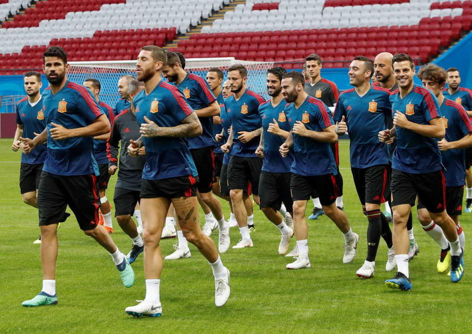 La selección española durante el entrenamiento previo al choque.