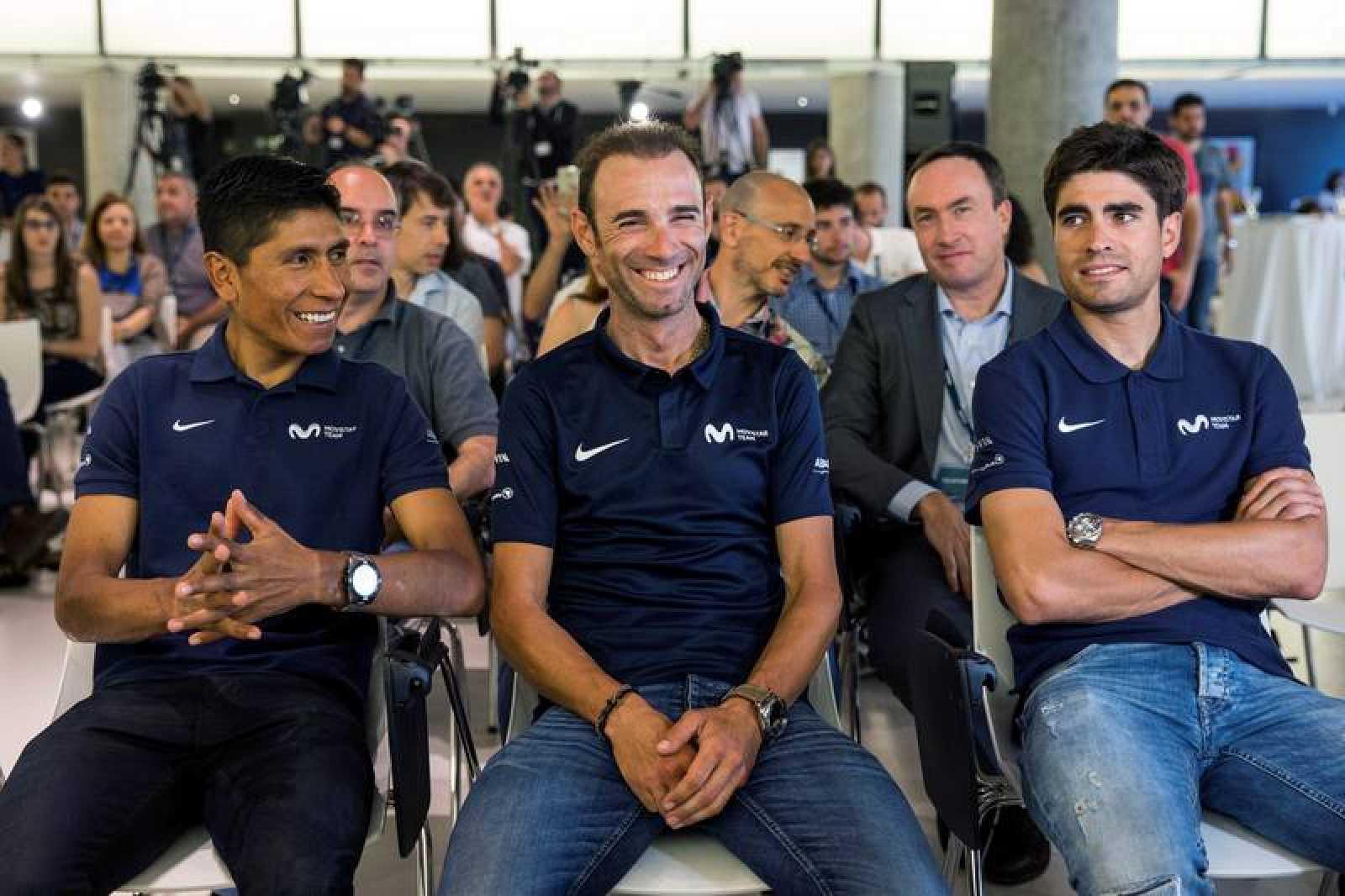 Nairo Quintana, Alejandro Valverde y Mikel Landa (i a d), durante la presentación del equipo Movistar para el próximo Tour de Francia.