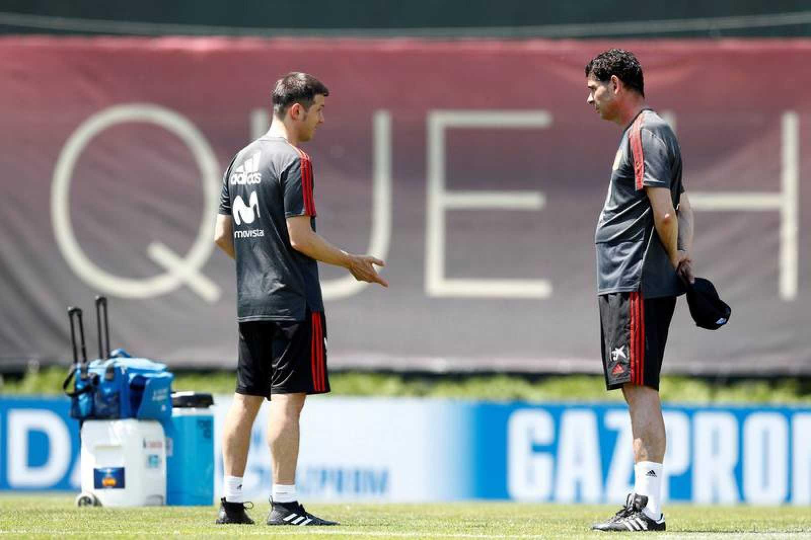 Celades y Hierro durante el entrenamiento de la selección española.