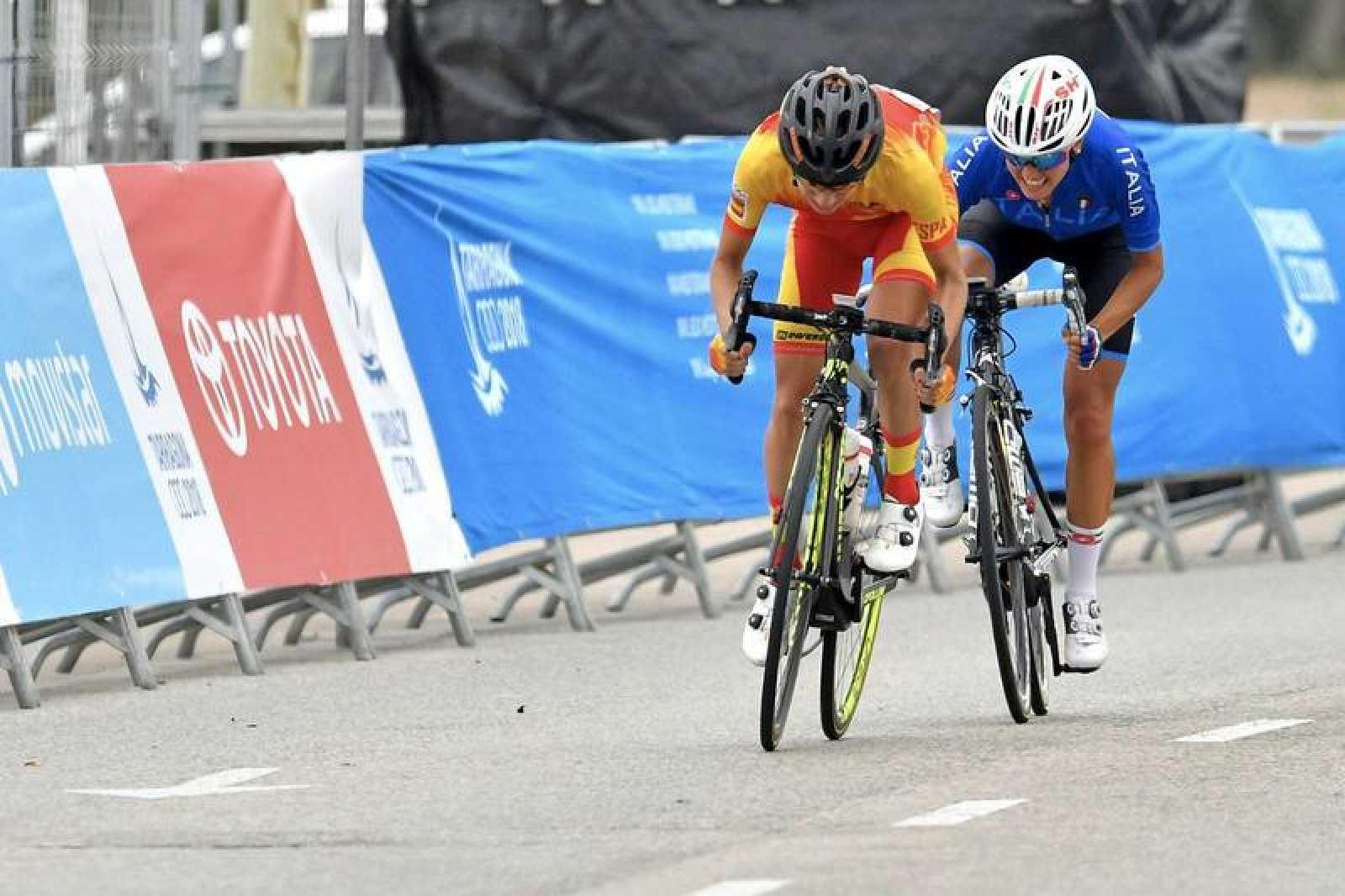 Imagen de la ciclista española Ane Santesteban durante la prueba de ciclismo.