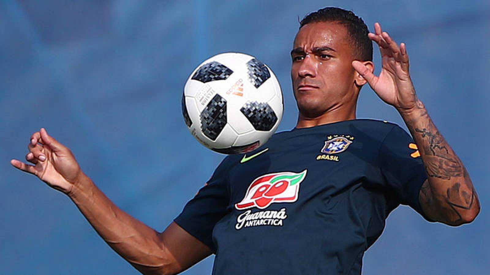 Danilo, en un entrenamiento con Brasil.
