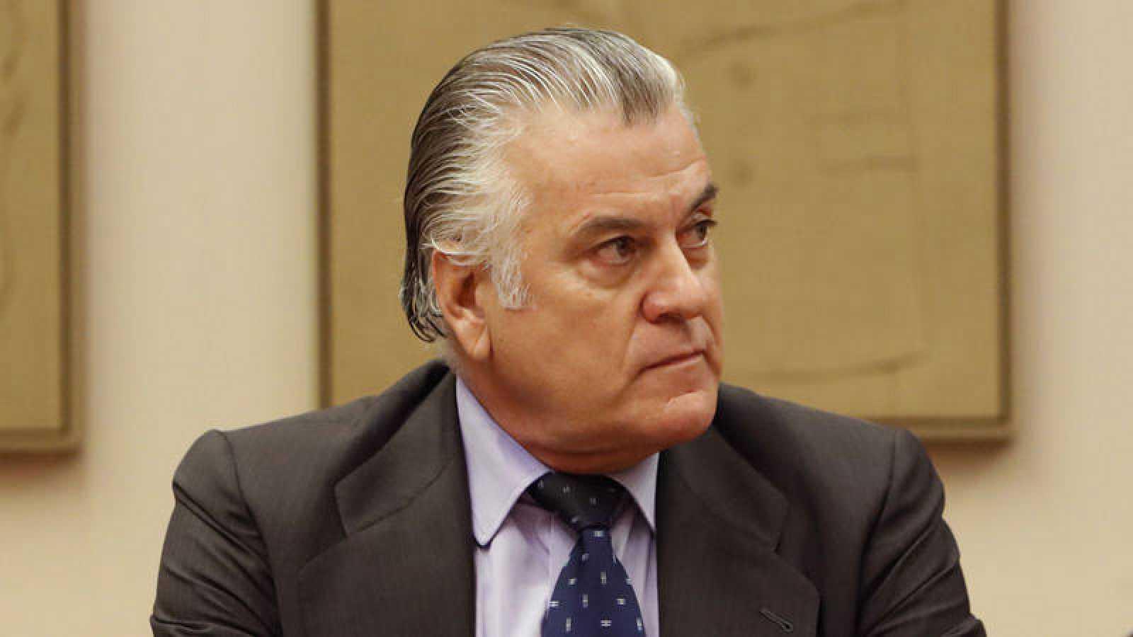 El extesorero del PP Luis Bárcenas durante su comparecencia en la comisión de investigación de la supuesta financiación ilegal del PP