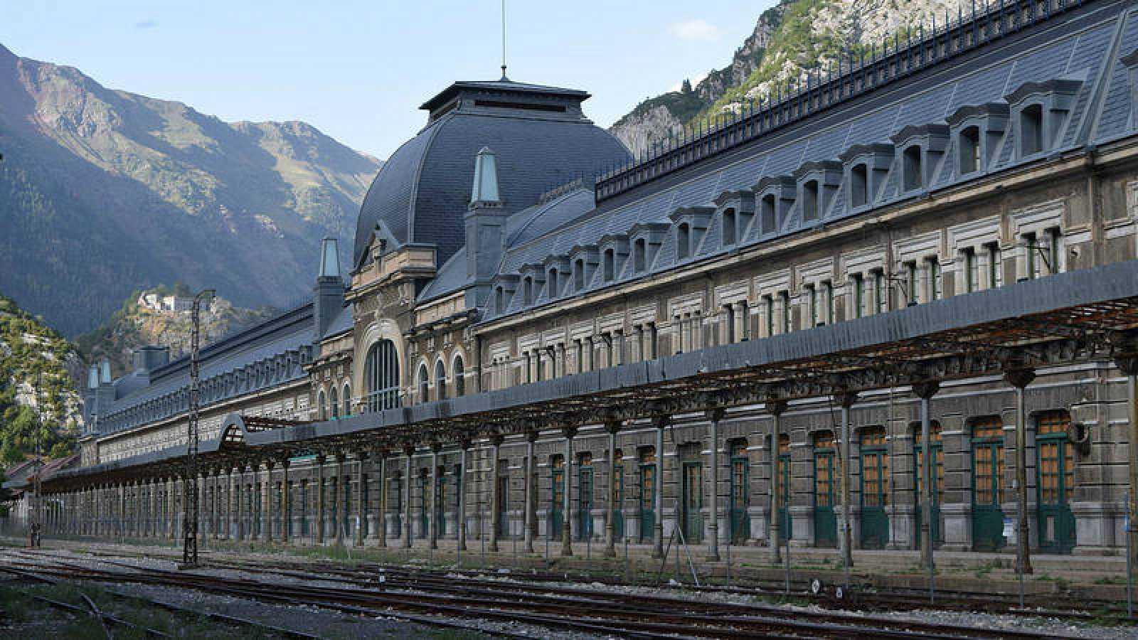 Vista de la fachada de la Estación Internacional de Canfranc