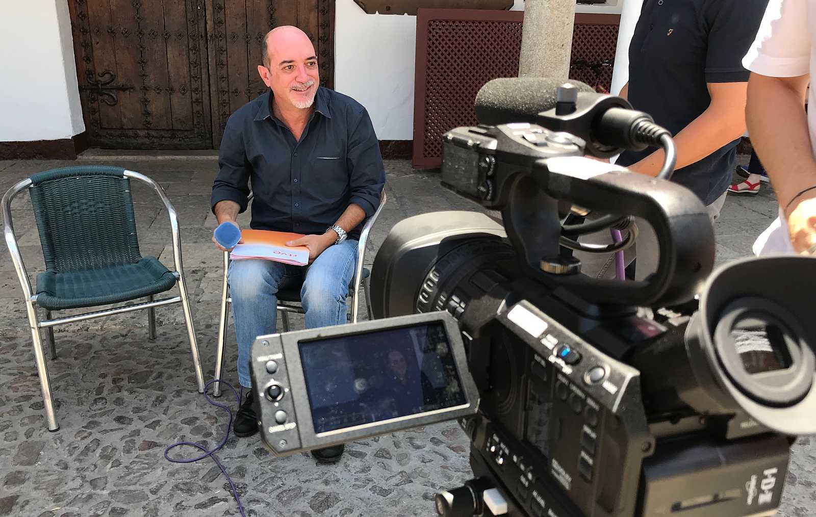 El periodista Carlos de la Morena en una transmisión en directo.