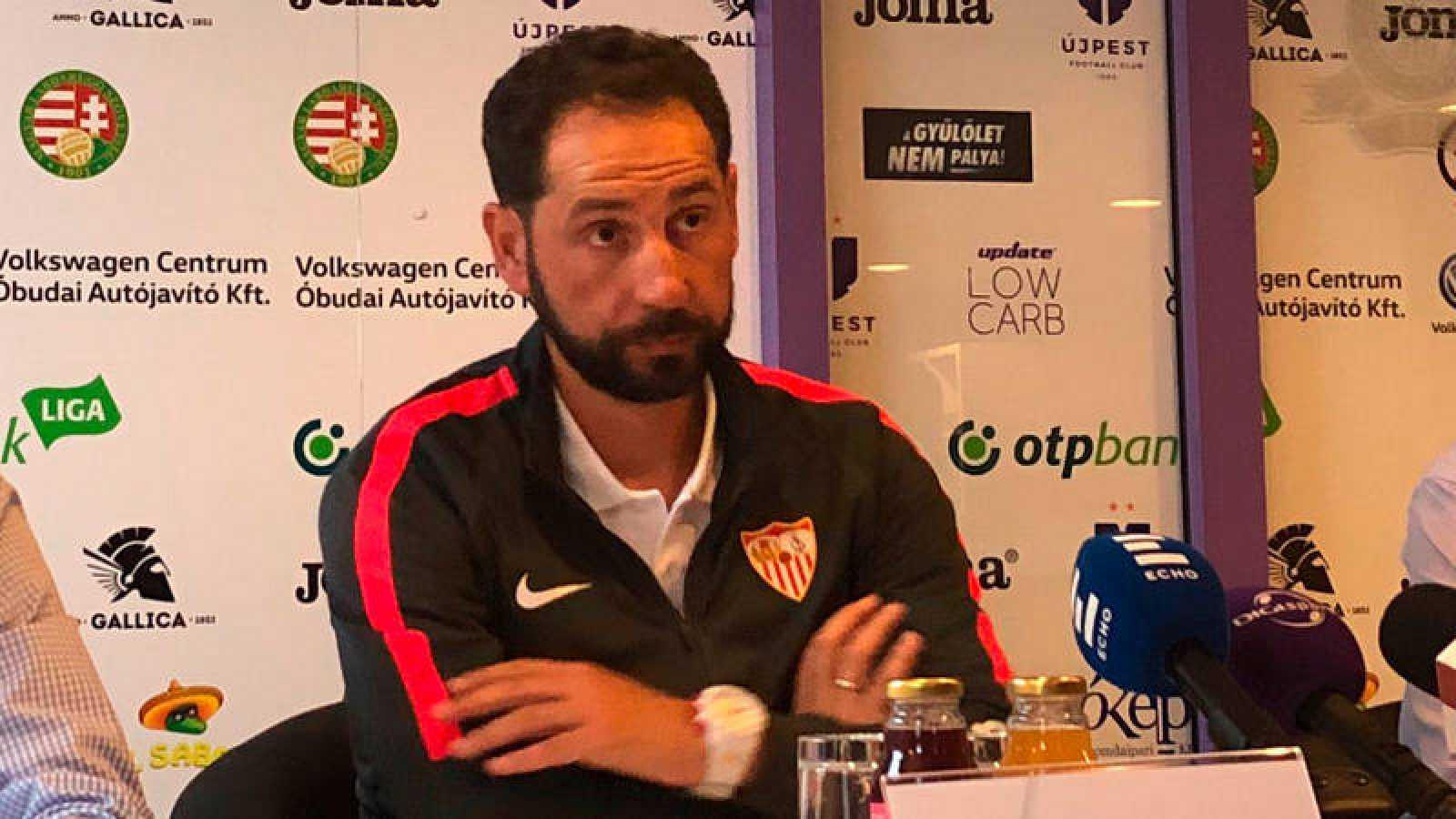 Pablo Machín, técnico sevillsta, en rueda de prensa en Budapest.