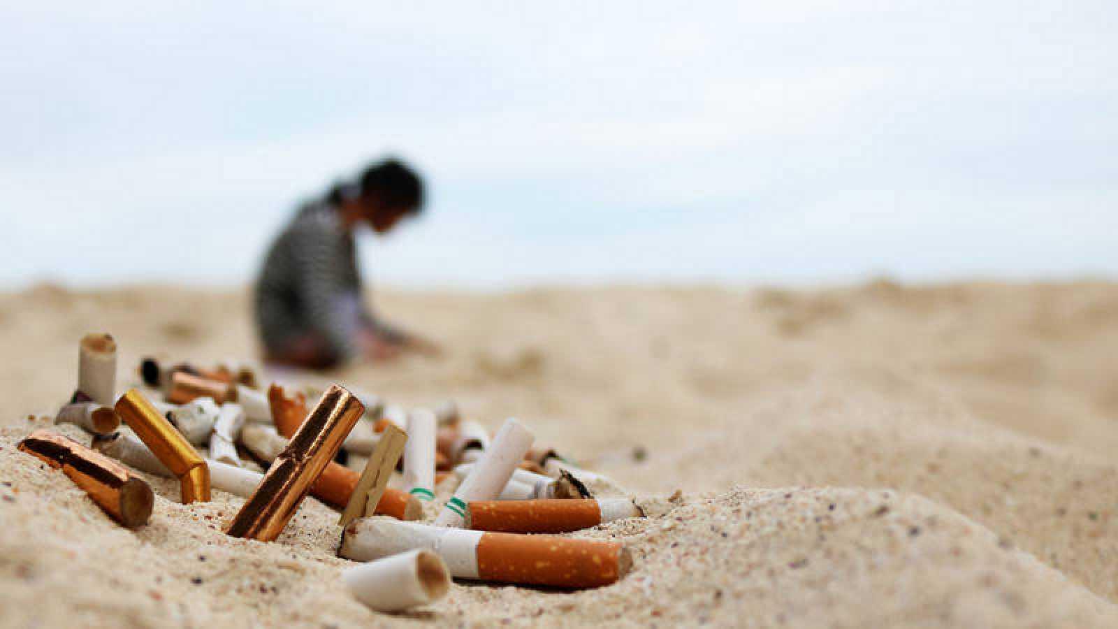 Resultado de imagen para colillas de cigarro en el mar