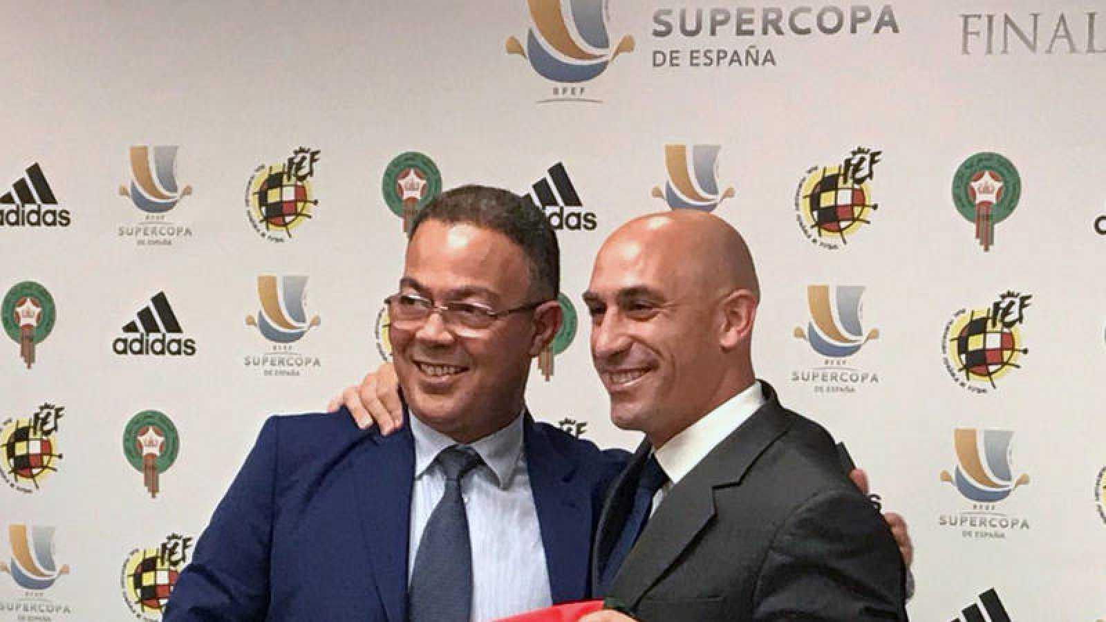 Los presidentes de las federaciones de Marruecos y España, Fouzi Lekjaa y Luis Rubiales, en la presentación de la Supercopa