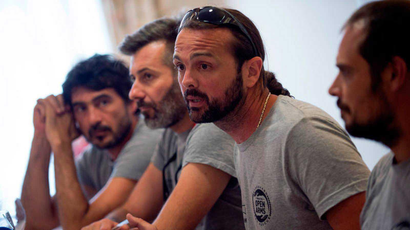 Riccardo Gatti denuncia que el Gobierno ha incumplido la normativa internacional de trasladar a los rescatados a puerto seguro en el menor tiempo posible