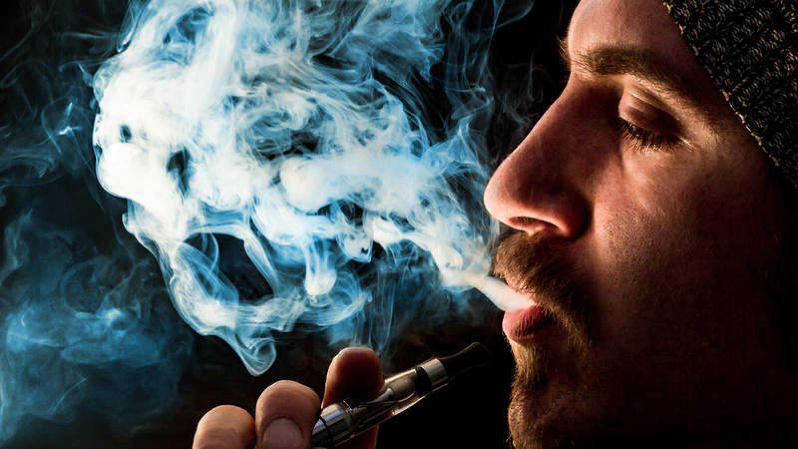 Un nuevo trabajo científico certifica que los cigarrillos electrónicos pueden ser más dañinos de lo que se pensaba.