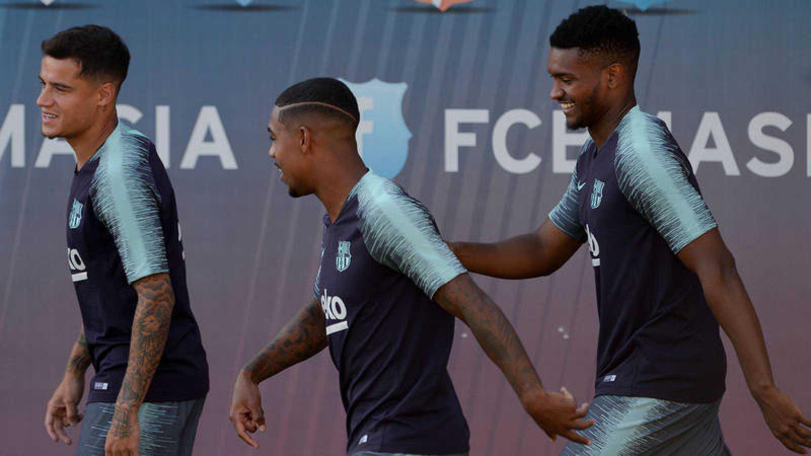 El brasileño Marlon, primero por la derecha, en un entrenamiento del Barça.