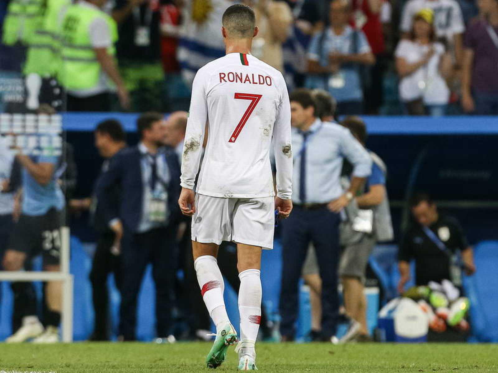 Cristiano abandona el campo tras la eliminación de Portugal ante Uruguay en Rusia 2018