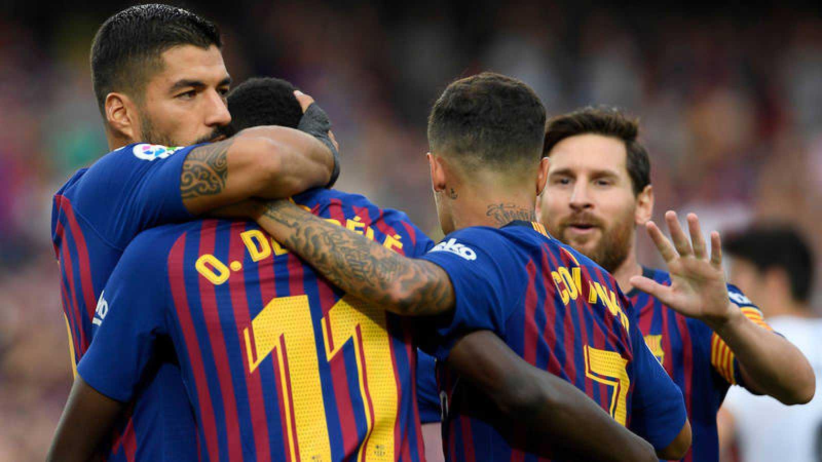 Los jugadores del Barça celebran uno de los ocho goles al Huesca.