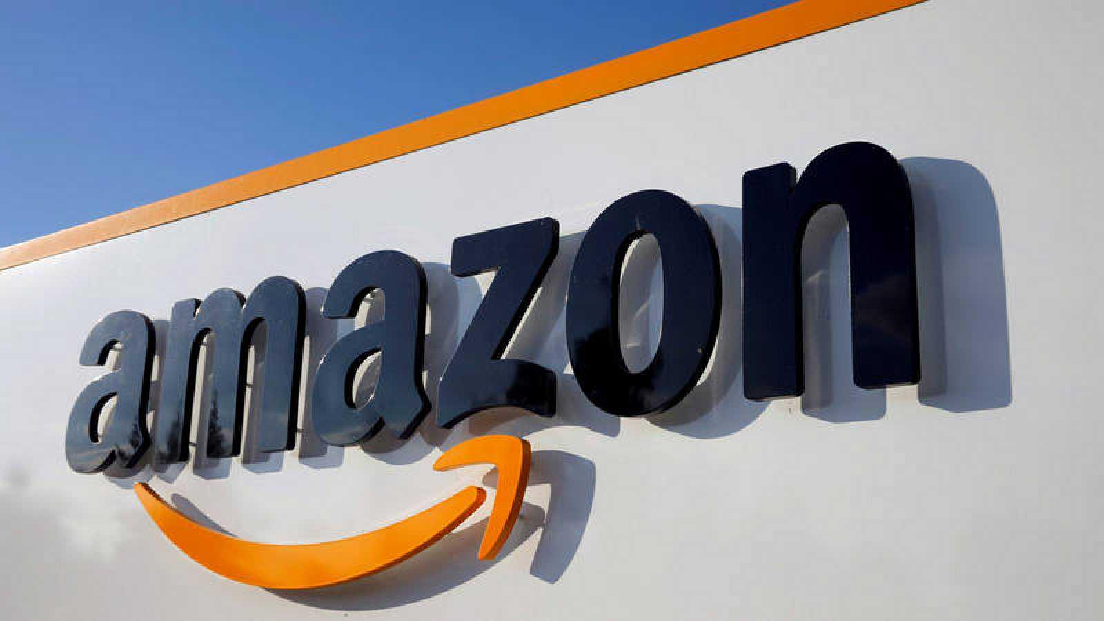 Imagen de archivo del logo de Amazon en unas instalaciones en Francia