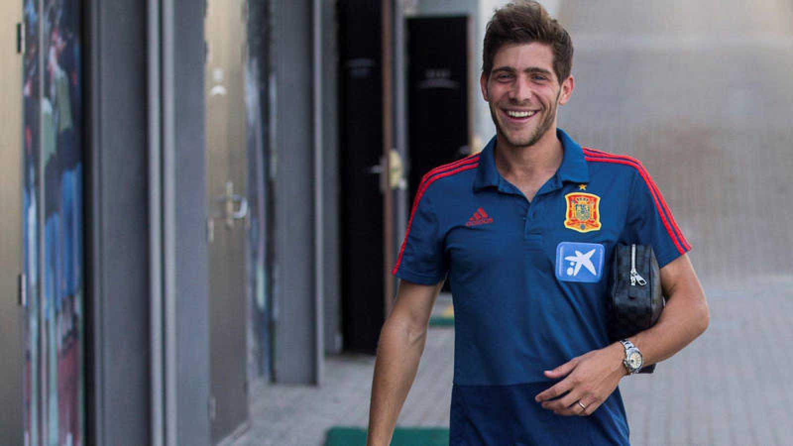El jugador de la selección española Sergi Roberto a su llegada a la rueda de prensa.
