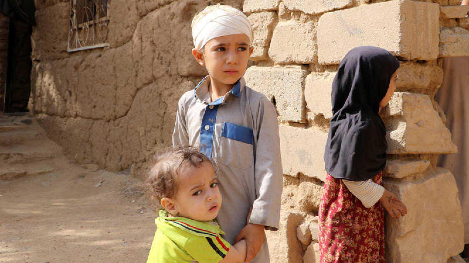 Niños supervivientes del reciente ataque aéreo sobre Sada, Yemen, conducido por Arabia Saudí