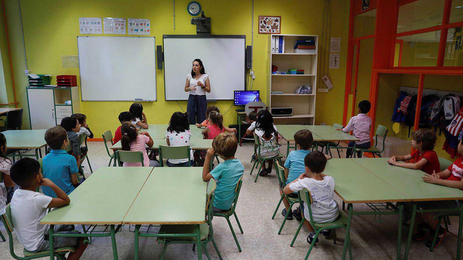 Los docentes españoles trabajan 200 horas menos que la media de la OCDE