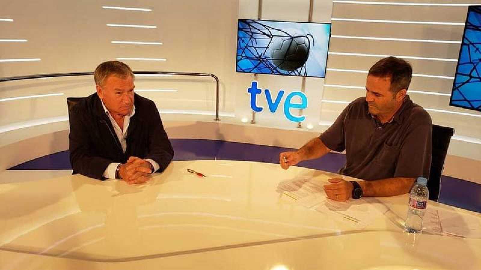 Javier Clemente es entrevistado por Paco Grande en TVE