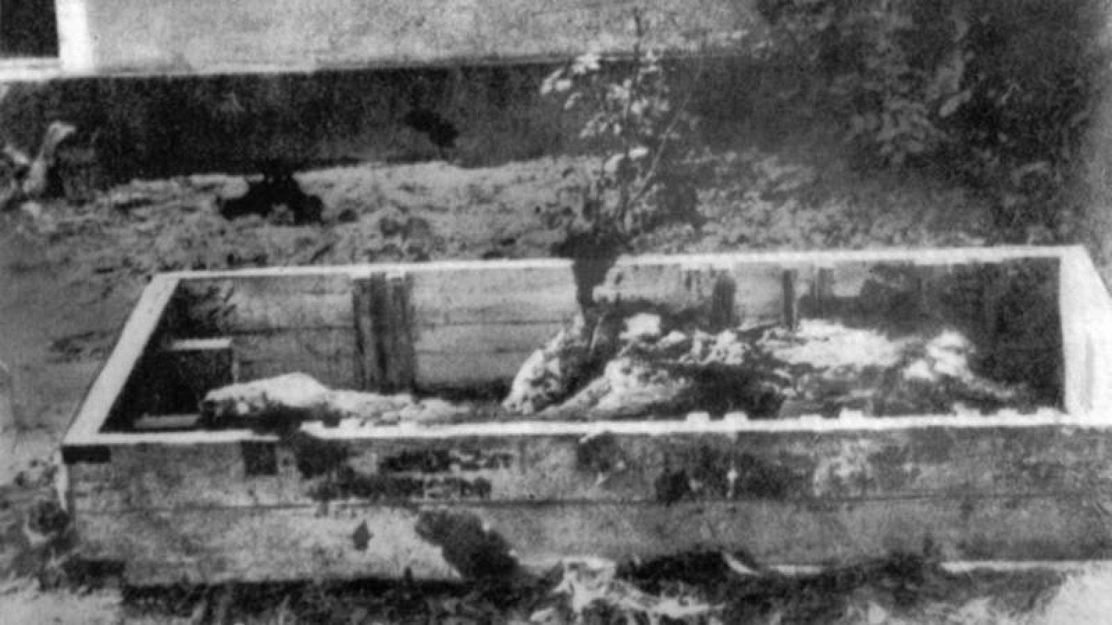 Los supuestos restos de Adolf Hitler, fotografiados por un reportero ruso