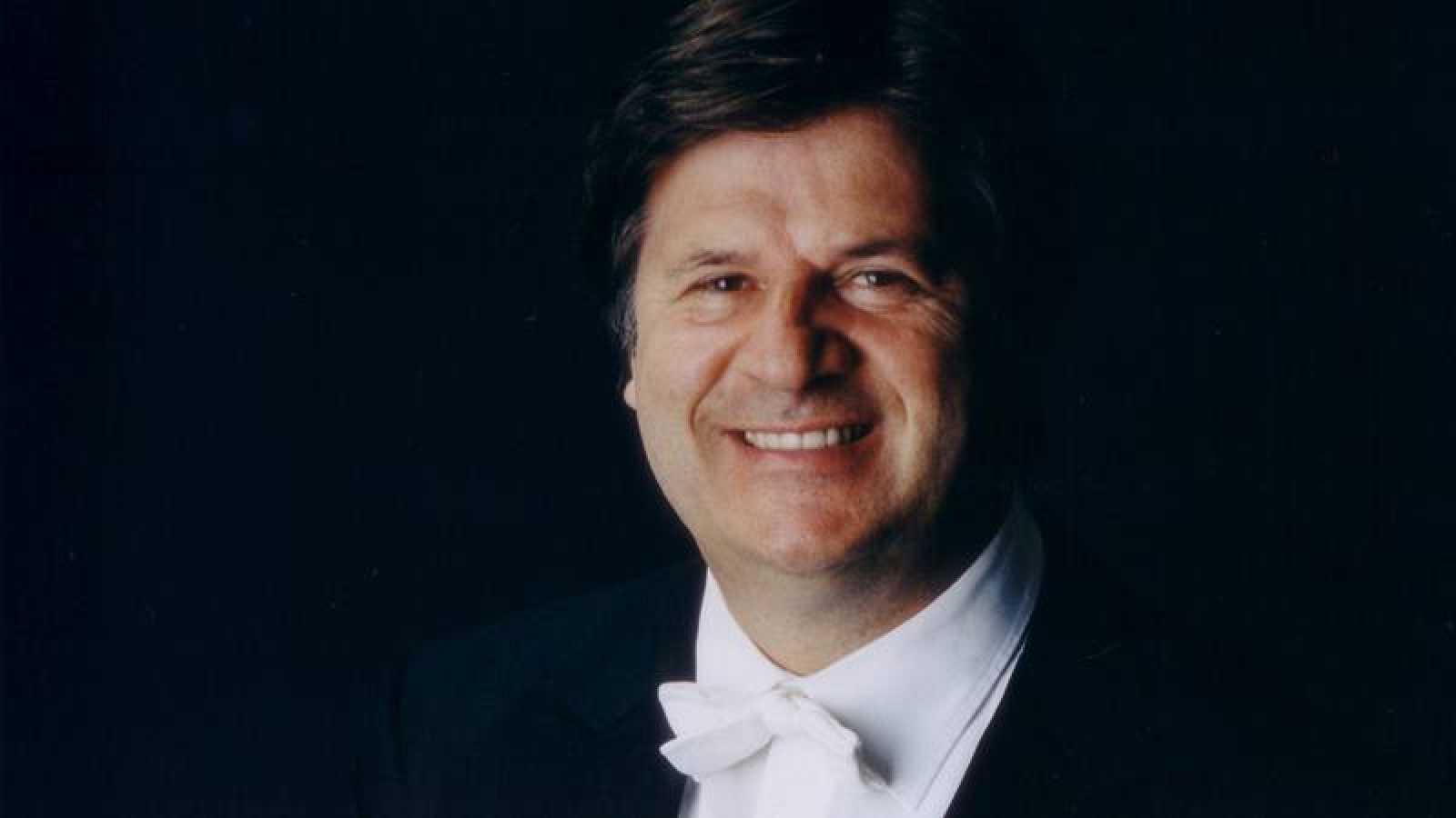 El director de orquesta Günter Neuhold