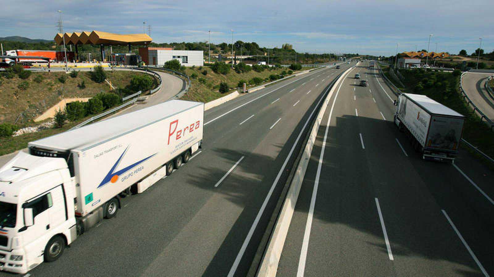 Los camiones podrían ser obligados a circular por las autopistas de peaje