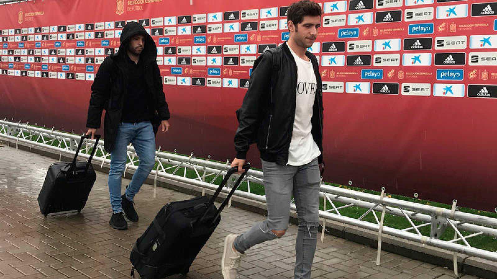 Jordi Alba y Sergi Roberto, a su llegada a la concentración de Las Rozas.