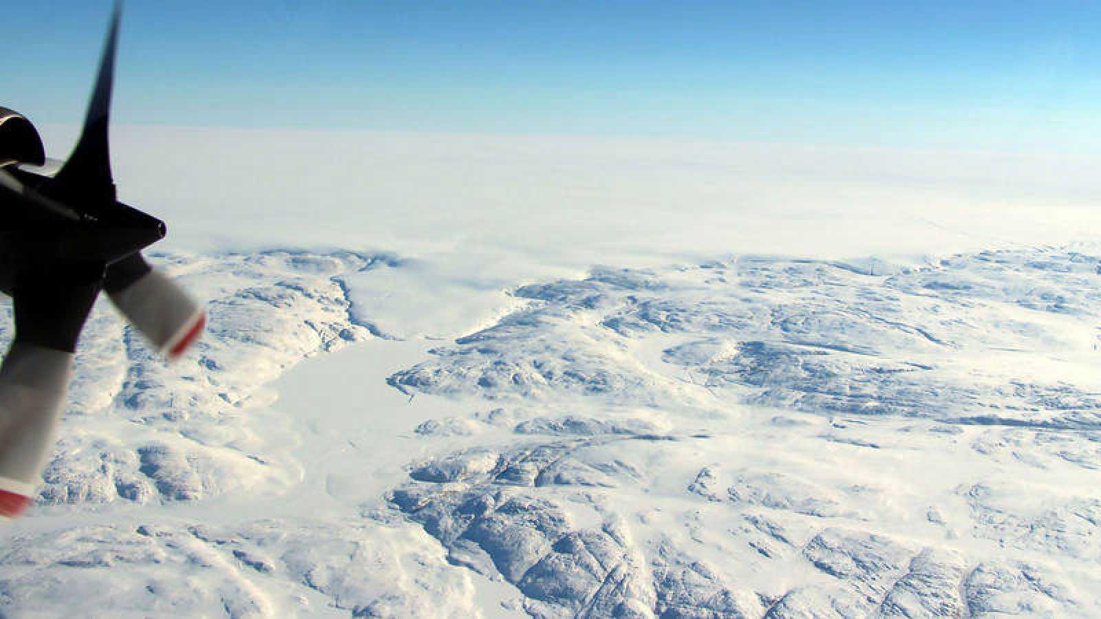 Descubren un cráter gigante en Groenlandia causado por el impacto de un meteorito