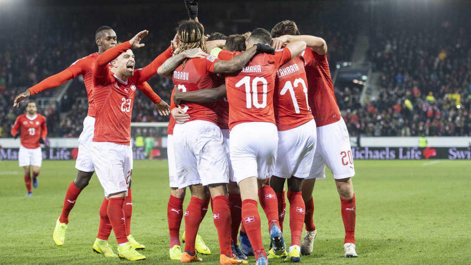 Los jugadores suizos celebran el triunfo sobre Bélgica.