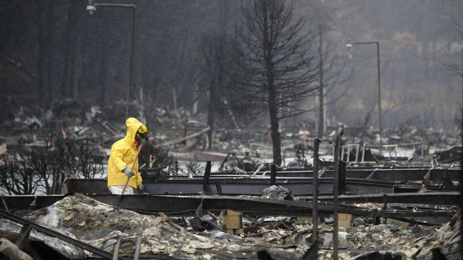 Controlado al 100% el incendio de Camp Fire en California