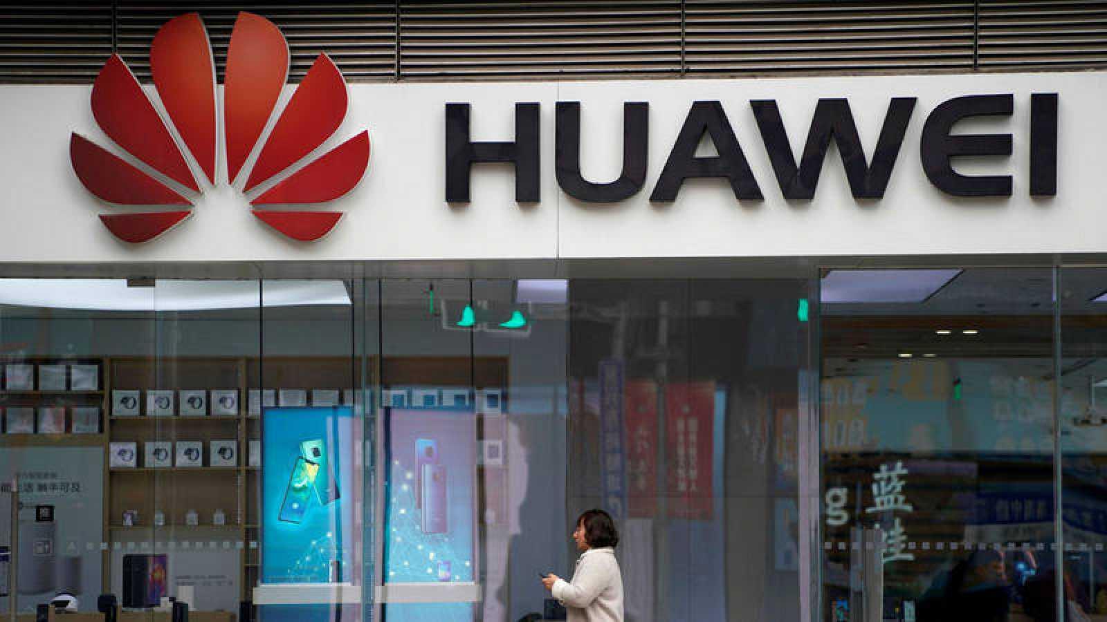 Fotografía de archivo de una tienda de Huawei en Shanghai