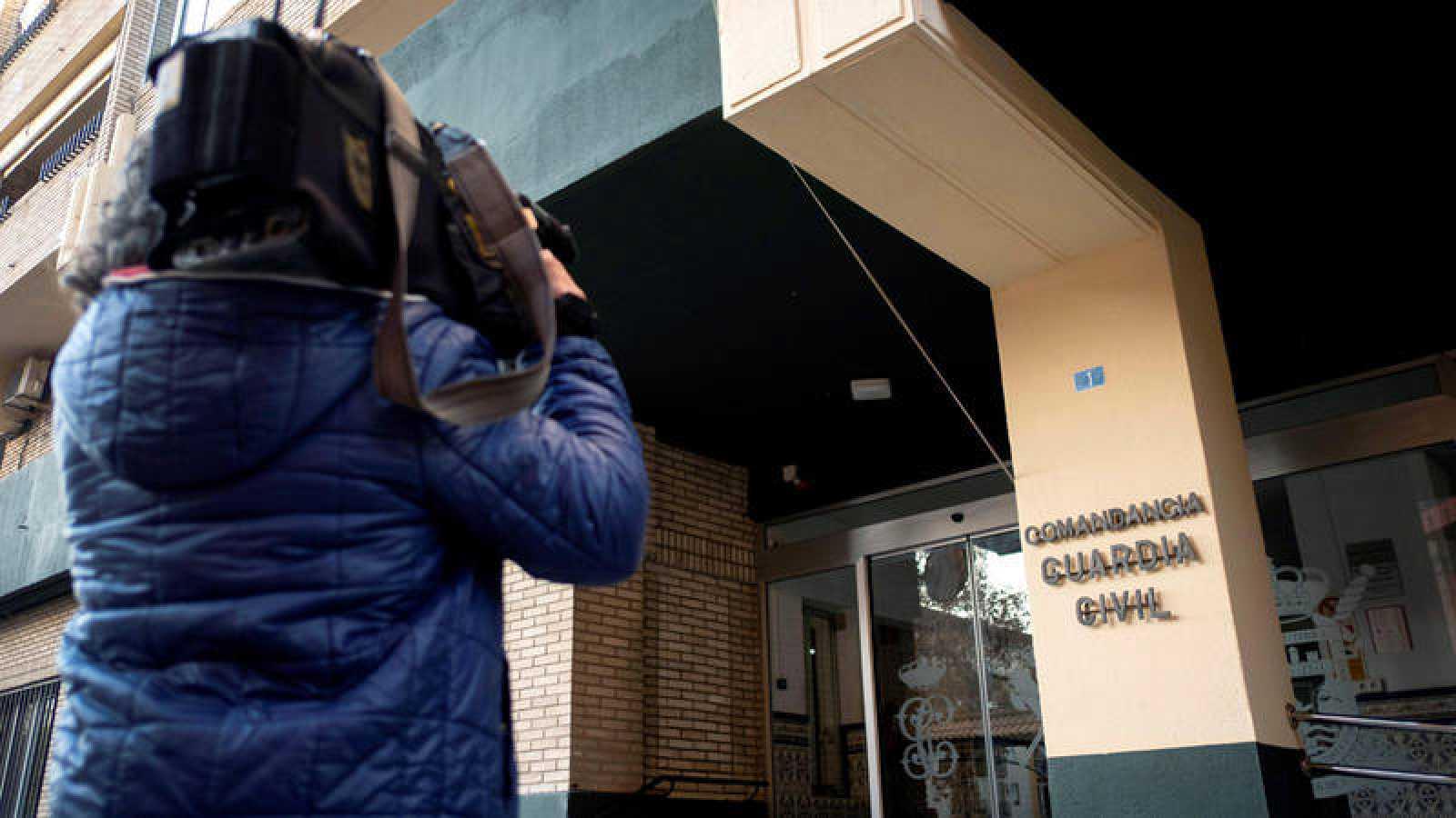 Imagen de las puertas de la Comandancia de la Guardia Civil de Huelva