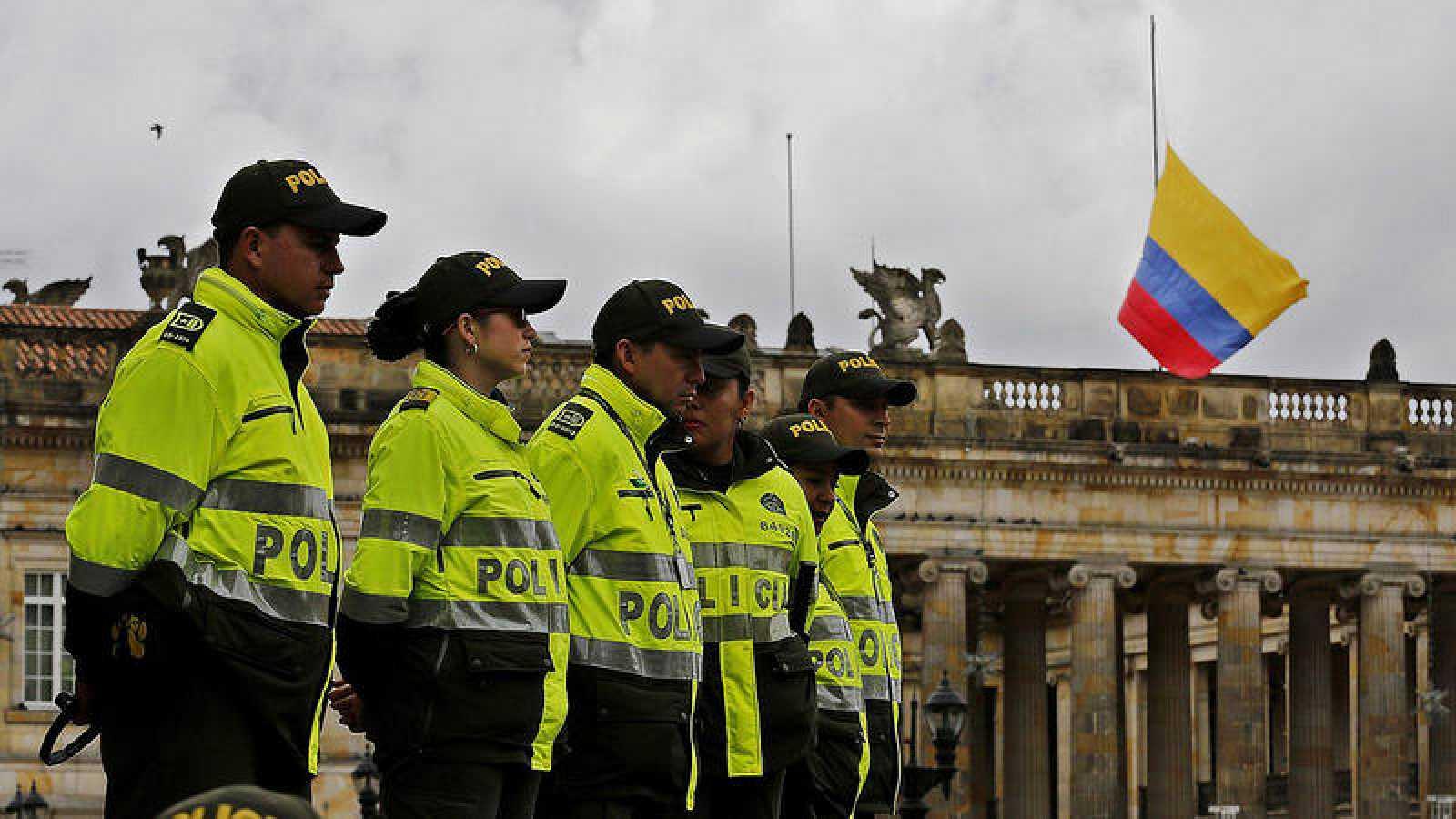Resultado de imagen para 33.000 Nuevos Policías colombia