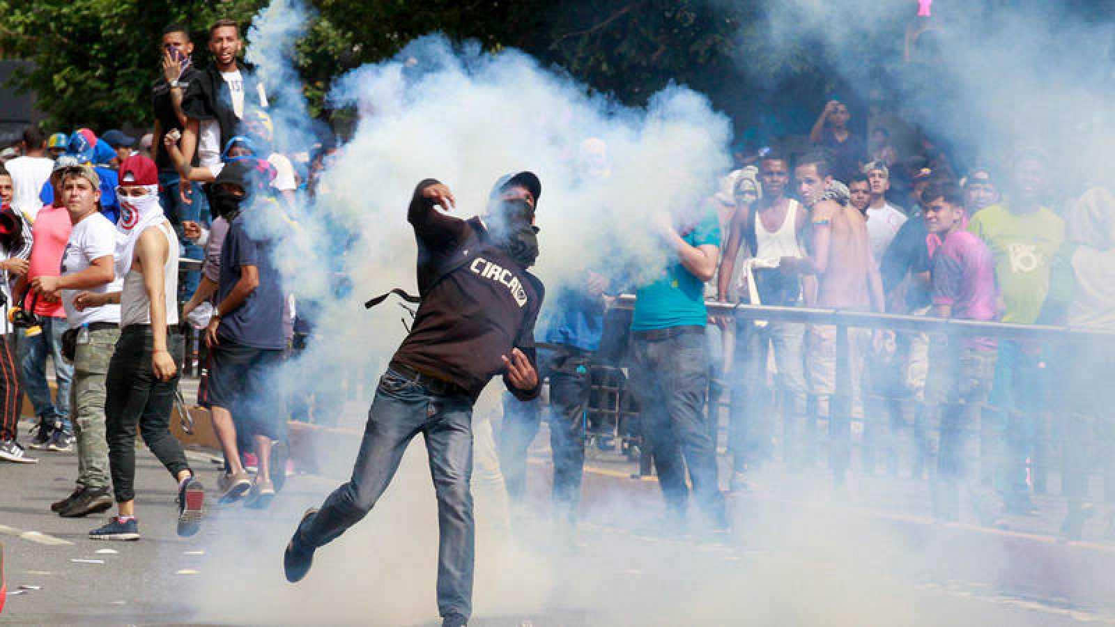 Al menos 13 muertos en los escenarios de protestas que sacuden Venezuela