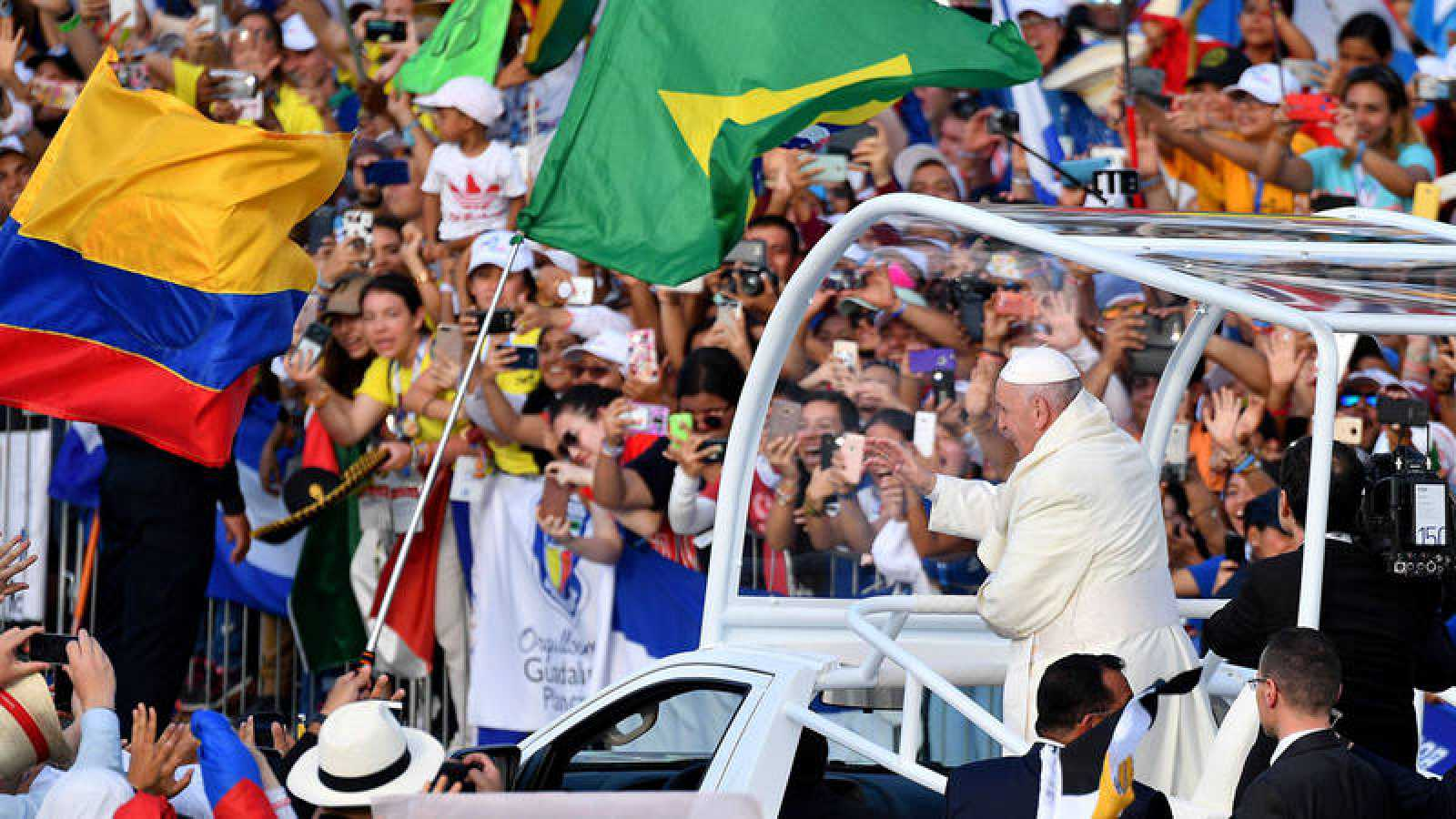 El papa Francisco anima a los jóvenes a desautorizar a quienes los excluyen