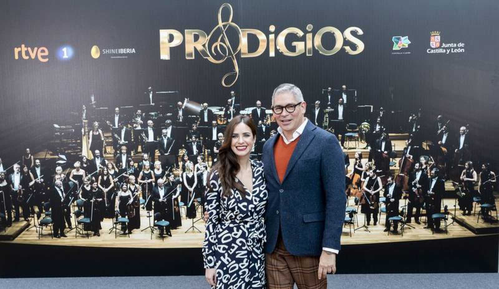 Paula Prendes y Boris Izaguirre, presentadores de 'Prodigios'