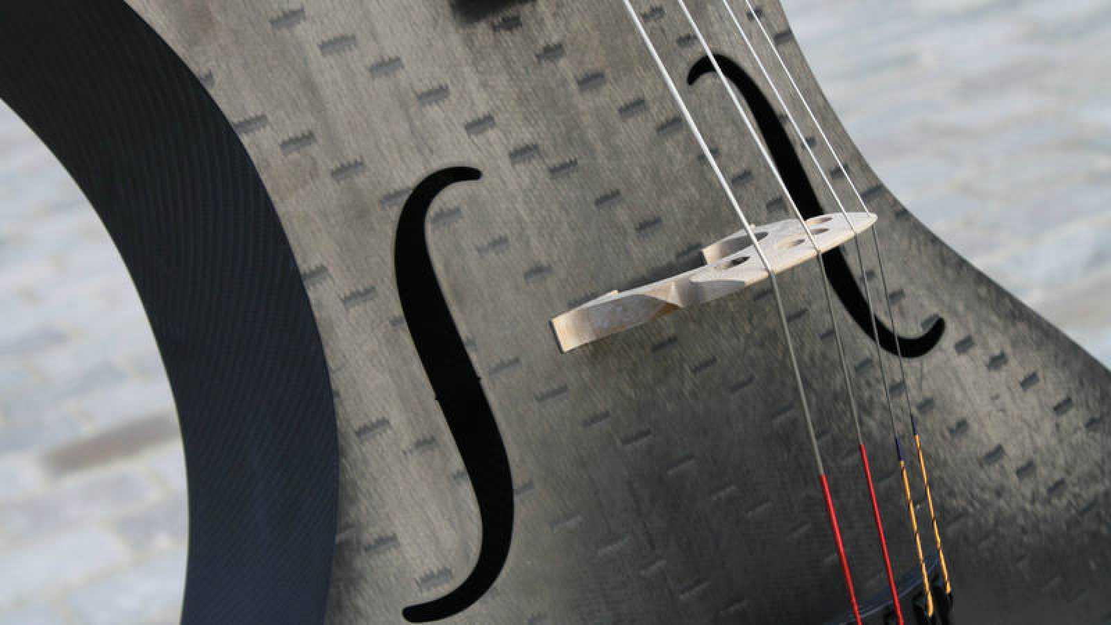 Violonchelo de fibra de carbón fabricado por Tim K. Duerinck