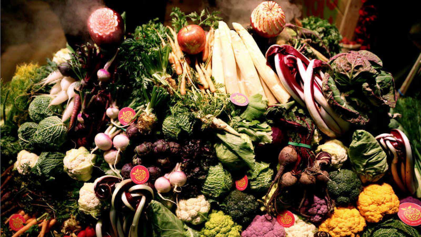 Verduras en un expositor