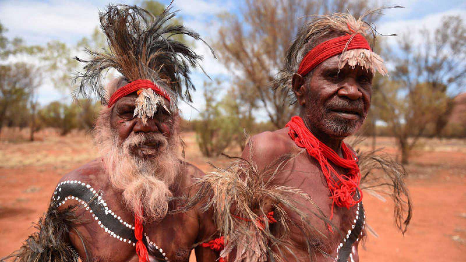 Imagen de archivo de dos aborígenes australianos.