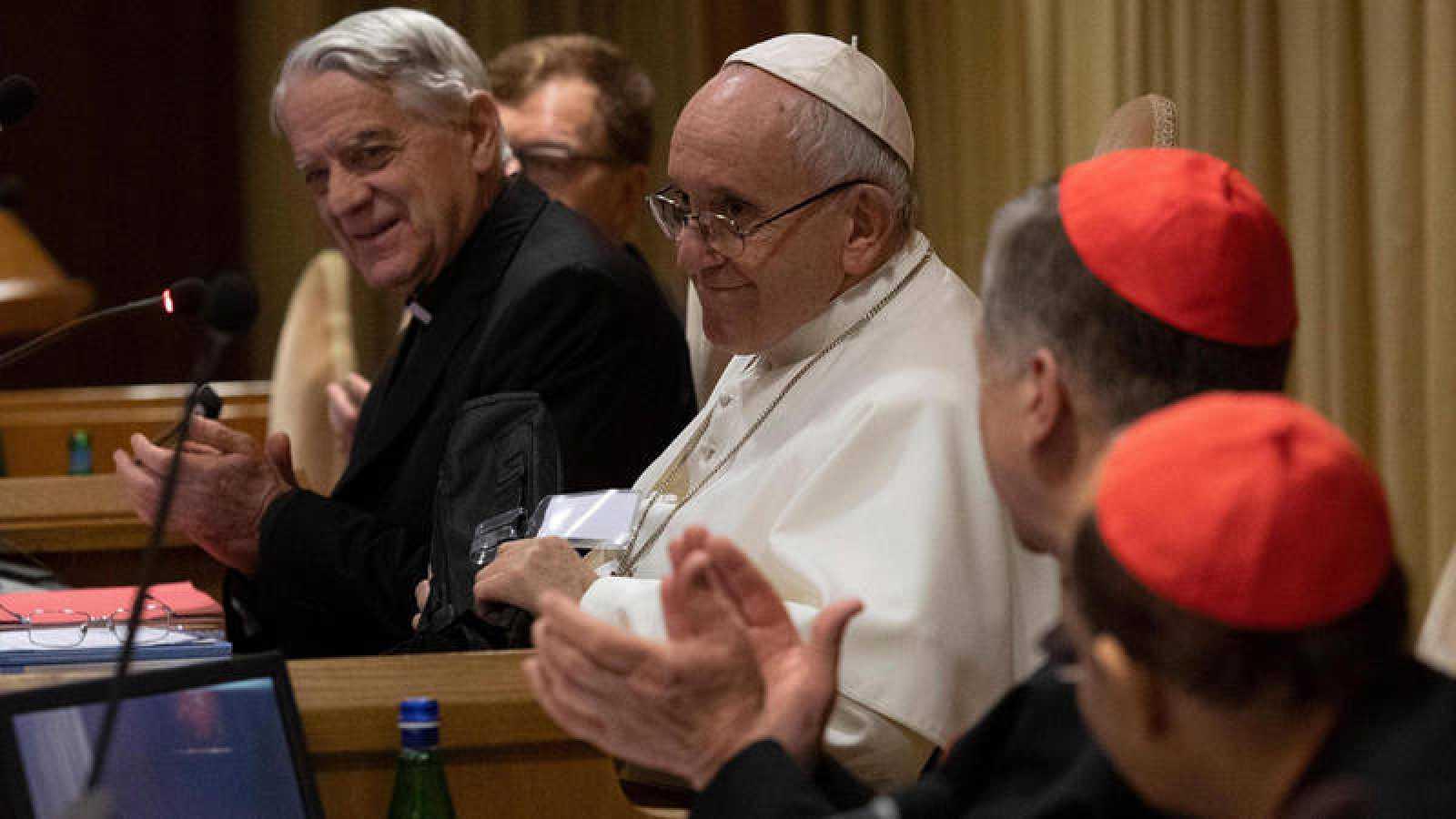El papa Francisco durante la segunda jornada de la reunión sobre abusos a menores que se celebra en el Vaticano