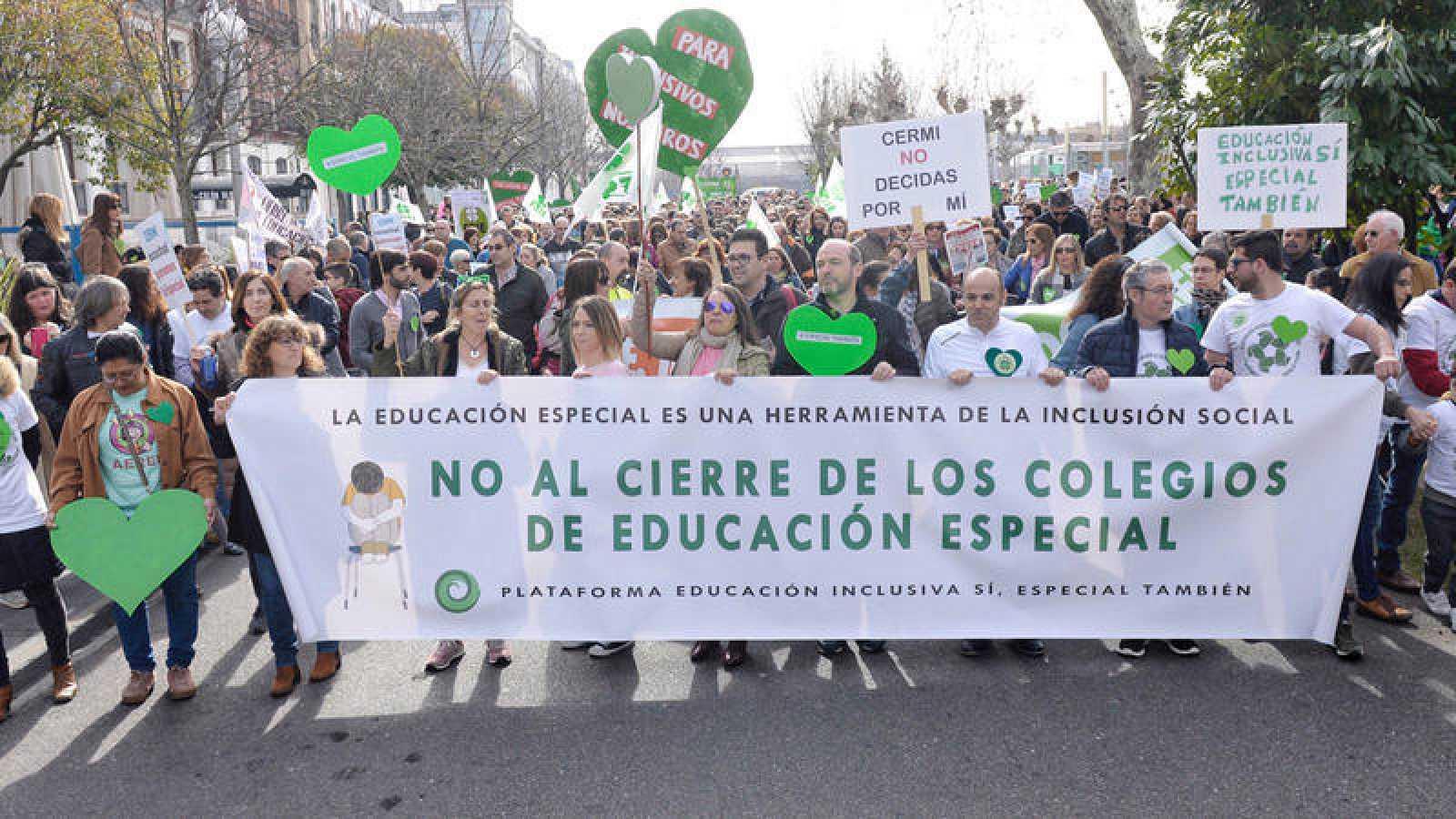 Manifestación en Valladolid para defender la educación especial como una modalidad más de escolarización
