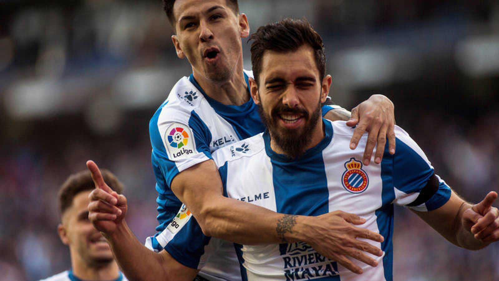 Borja Iglesias celebra el primer gol