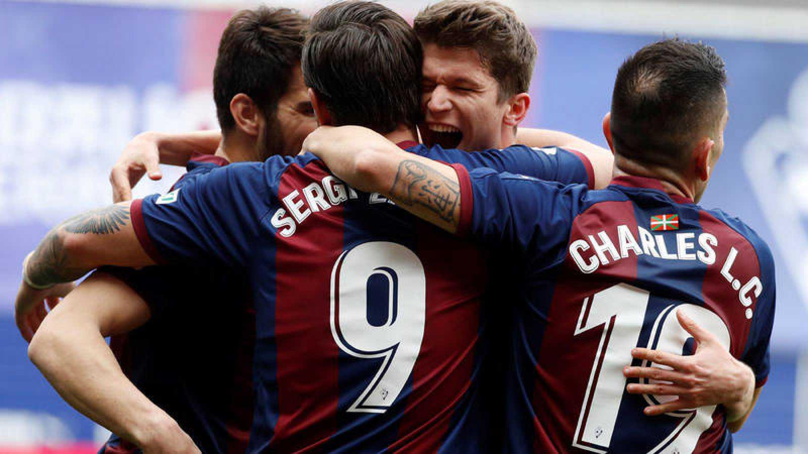Jugadores del Eibar celebran un gol