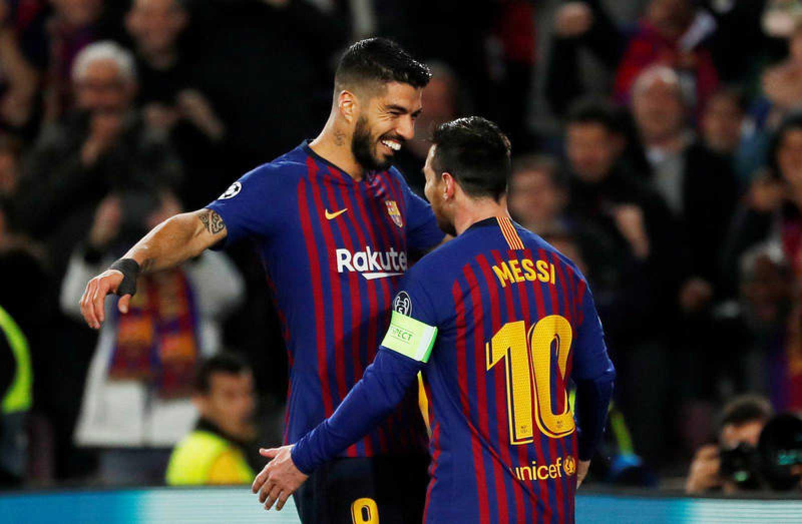 Luis Suárez y Lionel Messi celebran el primer gol del FC Barcelona frente al Olympique de Lyon.