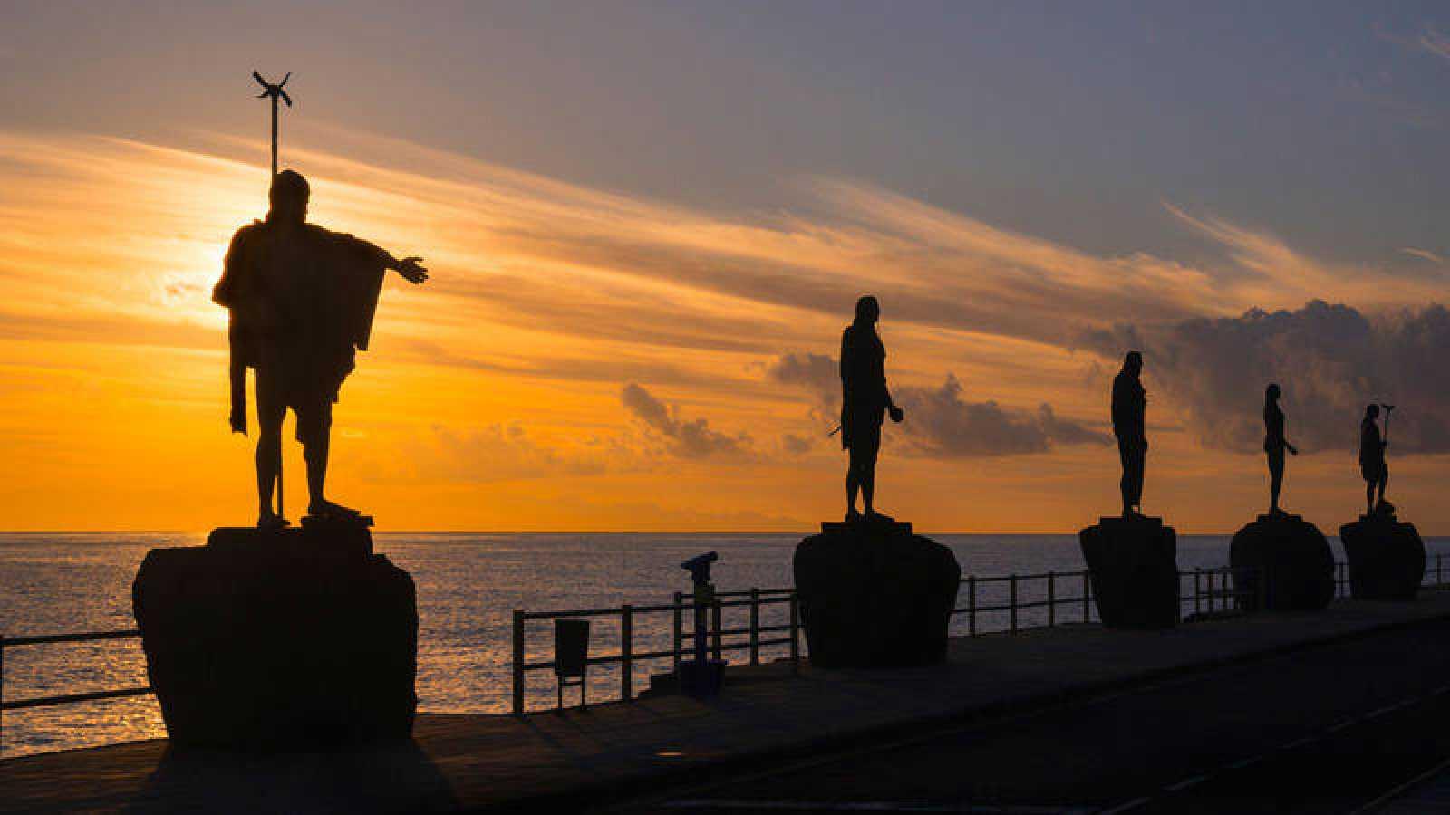 Estatuas de los menceyes guanches erigidas en Candelaria (Tenerife).