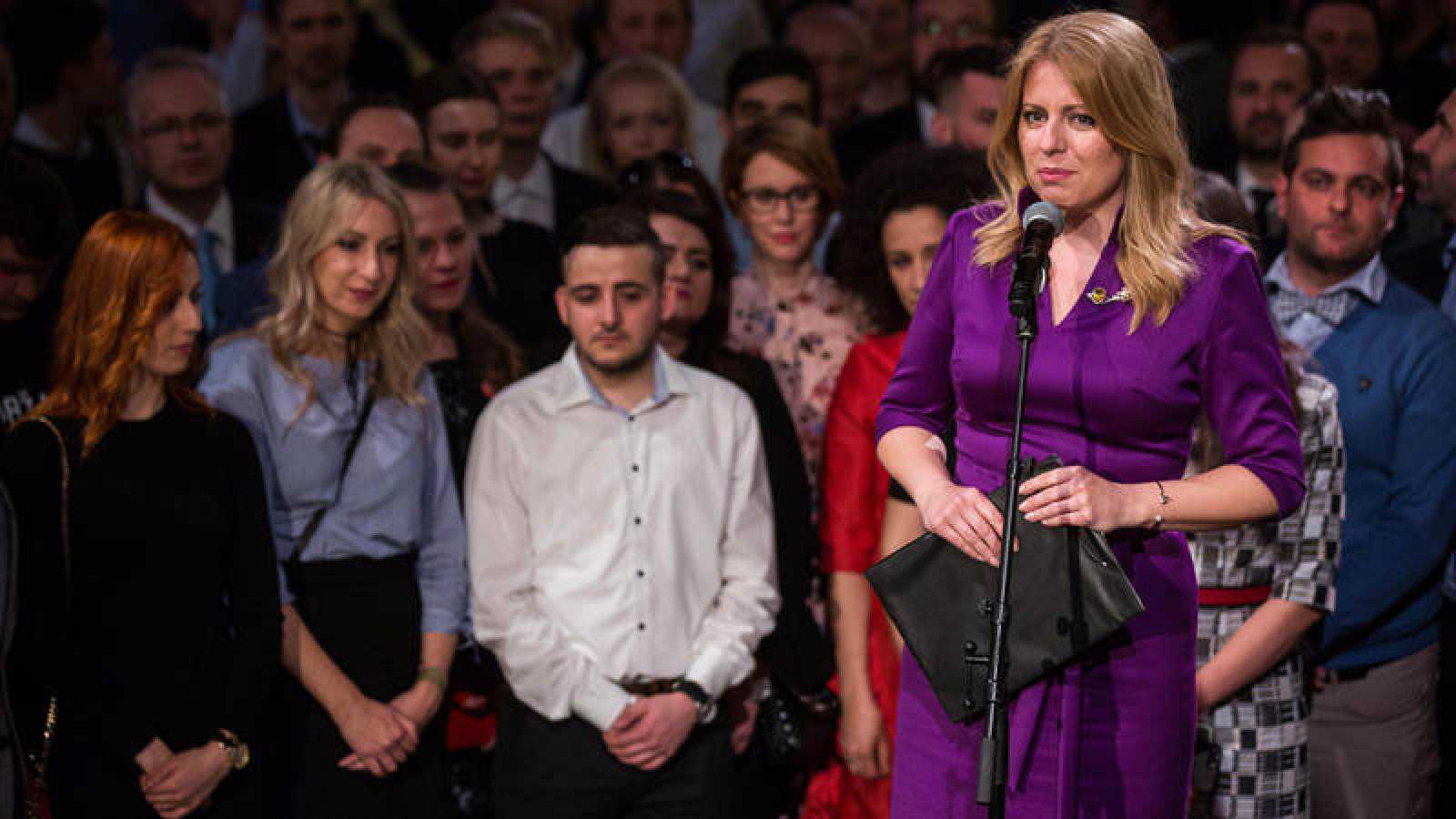 Zuzana Caputova se dirige a sus simpatizantes mientras espera el resultado electoral en Bratislava