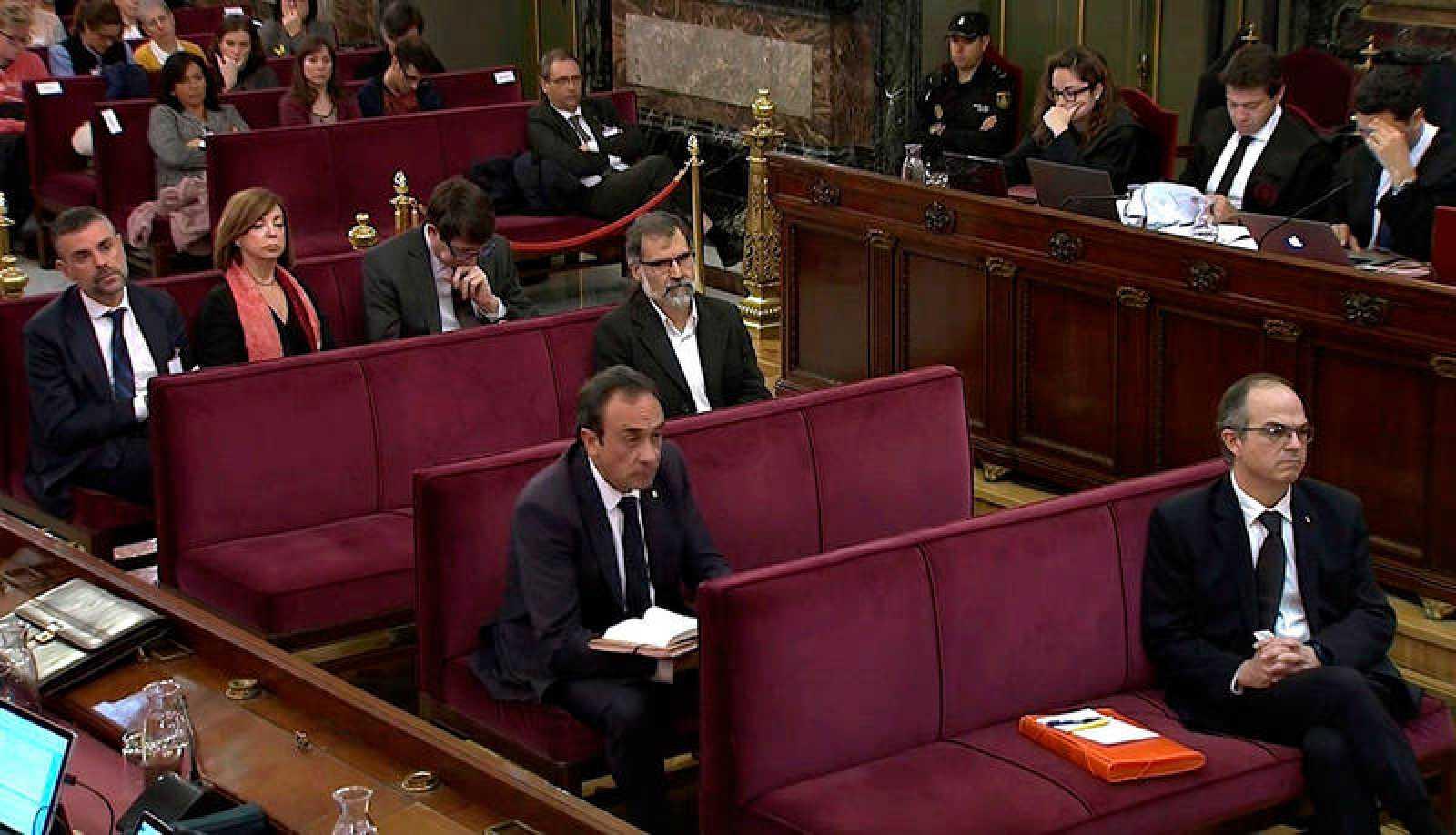 El exconseller de Presidencia, JordiTurull, el exconseller de Territorio Josep Rull y el expresidente de la Asamblea Nacional Catalana (ANC), Jordi Sànchez, durante la sesión del juicio del 'procés'en el Tribunal Supremo de Madrid.